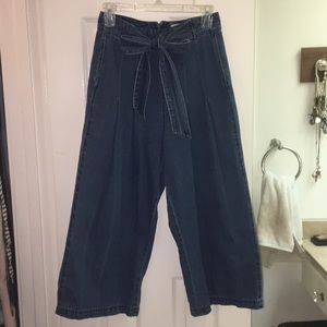 High Rise Wide Leg Denim Pant. Size 4/27.
